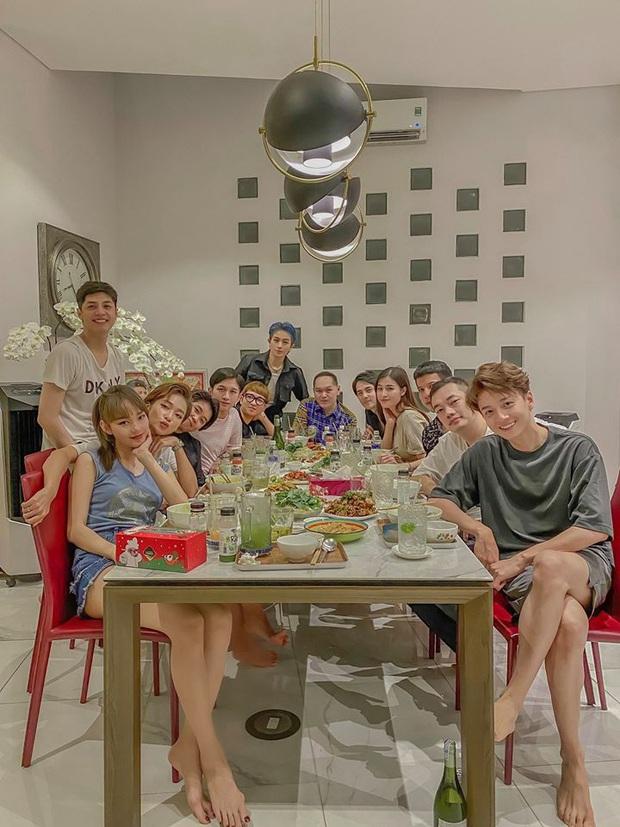 """Cuối cùng thành viên được chờ đợi nhất đã xuất hiện trong hội bạn đắt giá của Đông Nhi: """"Gia đình văn hoá"""" đầy đủ rồi! - Ảnh 2."""