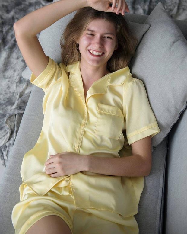 """Ở ngoài """"lồng lộn"""" đến đâu thì về nhà, sao Hàn chỉ chăm diện pyjama: Vừa xinh xẻo lại thoải mái, nhìn mà muốn sắm theo liền - Ảnh 20."""