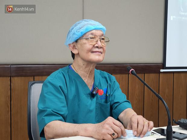 Bác sĩ mổ tách cặp song sinh Việt - Đức 32 năm trước: Dù rất khó khăn nhưng nếu ai ở trong vị trí của tôi đều cảm thấy hạnh phúc - Ảnh 2.