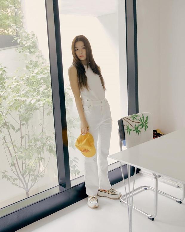 8 kiểu áo đơn giản nhưng cực xinh được sao Hàn diện liên tục, nàng nào bắt chước thì vừa tôn dáng vừa lên hạng style - Ảnh 7.