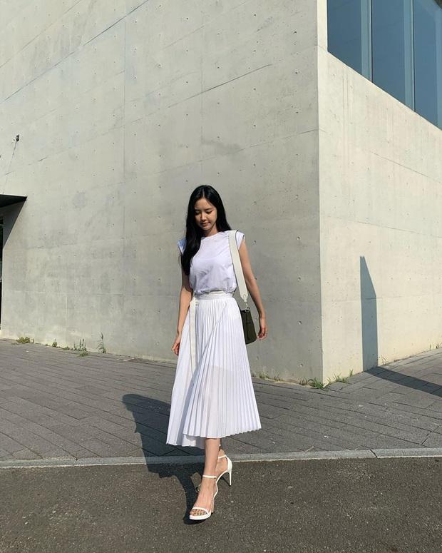 8 kiểu áo đơn giản nhưng cực xinh được sao Hàn diện liên tục, nàng nào bắt chước thì vừa tôn dáng vừa lên hạng style - Ảnh 13.