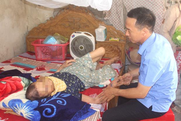 Nỗi ân hận của người con trai đánh mẹ già 84 tuổi bại liệt ở Hải Dương  - Ảnh 1.