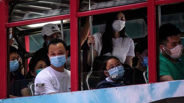 Hong Kong áp đặt các biện pháp nghiêm ngặt nhất chống dịch Covid-19 - Ảnh 1.