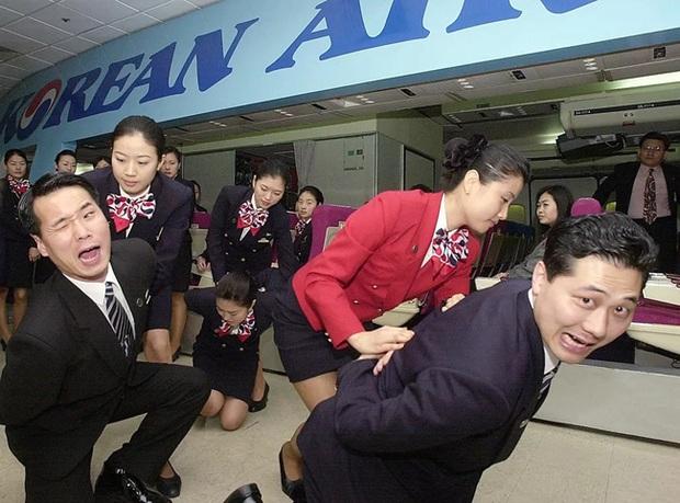 Dân mạng tò mò về lớp học tự vệ cực ngầu của tiếp viên hàng không, trông dịu dàng nhưng võ nghệ đầy mình đấy! - Ảnh 4.