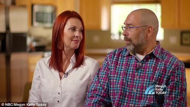 2 con gái sinh đôi dính liền, cha mẹ mất 7 tháng mới quyết định tách rời con, 17 năm sau ai cũng mãn nguyện khi thấy nụ cười của các em - Ảnh 8.