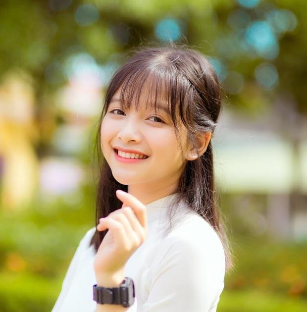 Loạt ảnh đời thường của gái xinh hot nhất mùa kỷ yếu xứ Nghệ, cười một cái là gây say nắng trên diện rộng - Ảnh 1.