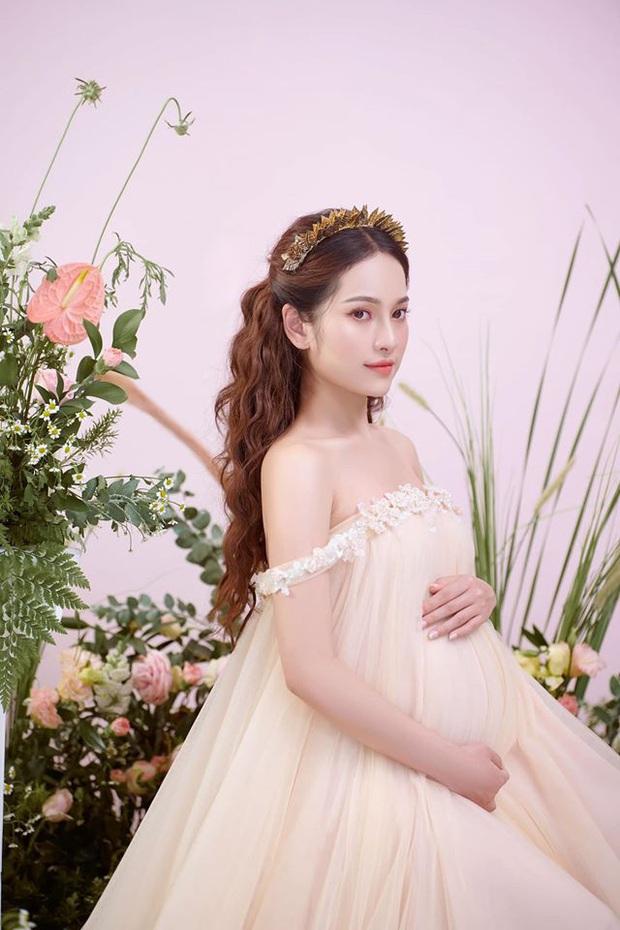 Bà xã Dương Khắc Linh tung trọn bộ ảnh bầu thai đôi đỉnh cao: Nhan sắc thế này bảo sao ông xã nghiện khoe! - Ảnh 4.
