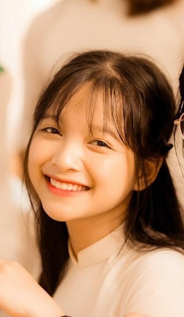 Loạt ảnh đời thường của gái xinh hot nhất mùa kỷ yếu xứ Nghệ, cười một cái là gây say nắng trên diện rộng - Ảnh 3.