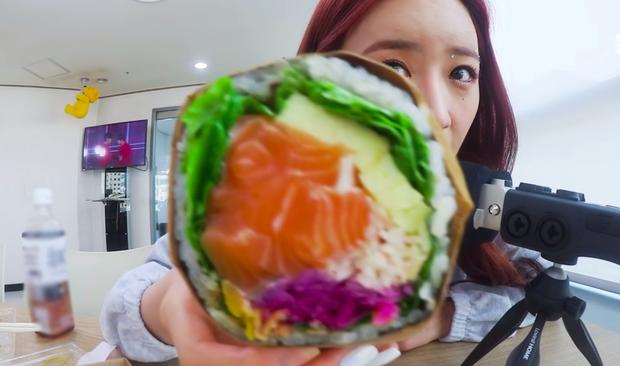 """Giới idol Hàn Quốc đang phát cuồng với hai món ăn """"lai tạo"""" mới, kiểu gì cũng sắp thành trend ở cả Việt Nam cho xem! - Ảnh 6."""