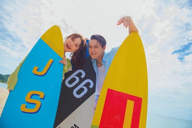 JSol và Han Sara khoá môi ngọt ngào trên bãi biển nhờ công lao của... một chú cún trong MV Hiếm Có Khó Tìm - Ảnh 3.