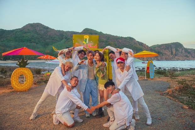 JSol và Han Sara khoá môi ngọt ngào trên bãi biển nhờ công lao của... một chú cún trong MV Hiếm Có Khó Tìm - Ảnh 6.