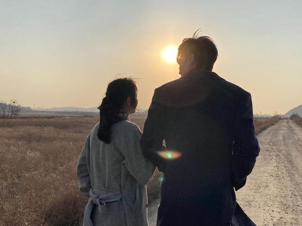 Soi động thái Lee Min Ho - Kim Go Eun sau khi lộ hint hẹn hò: Đăng bài hát ẩn ý, khớp đến cả ngày viết status - Ảnh 13.