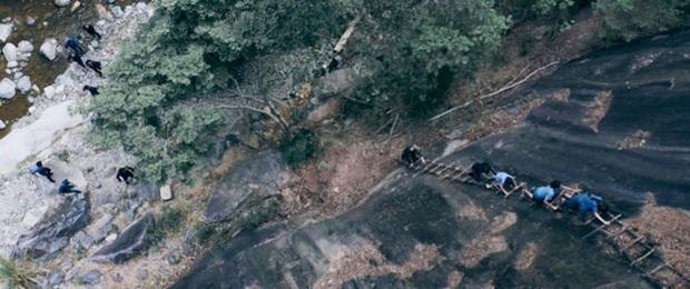 Mãn nhãn từng pha ra đòn khét lẹt ở phim hành động Đỉnh Mù Sương của soái ca phái Vịnh Xuân - Ảnh 2.
