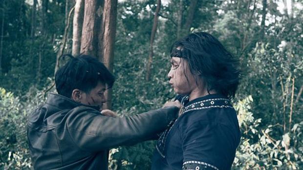 Mãn nhãn từng pha ra đòn khét lẹt ở phim hành động Đỉnh Mù Sương của soái ca phái Vịnh Xuân - Ảnh 3.