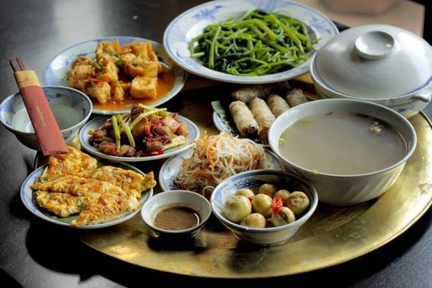 Đây là thói quen ăn cơm nguy hiểm của nhiều người Việt, hãy thay đổi ngay trước khi gia đình bạn rước đủ thứ bệnh - Ảnh 1.