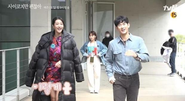 Tan chảy khoảnh khắc Kim Soo Hyun vội vàng khoác áo cho Seo Ye Ji ở hậu trường Điên Thì Có Sao - Ảnh 2.