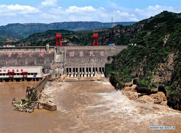[Ảnh] TQ: Đập thủy điện gây tranh cãi trên sông Hoàng Hà xả lũ, sẵn sàng đối phó đợt lũ mới - Ảnh 2.