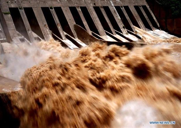 [Ảnh] TQ: Đập thủy điện gây tranh cãi trên sông Hoàng Hà xả lũ, sẵn sàng đối phó đợt lũ mới - Ảnh 7.