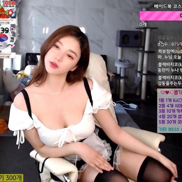Bị fan nghi ngờ về việc hack cheat vòng một, nữ streamer xinh đẹp livestream luôn cảnh vào bệnh viện chứng thực ngực tự nhiên - Ảnh 9.