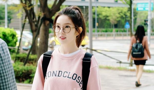 Irene (Red Velvet) lần đầu xâm chiếm màn ảnh rộng, fan vừa mừng vừa lo vì chị đẹp có cảnh hôn - Ảnh 2.