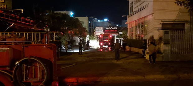 Cháy tại khách sạn 7 tầng, 2 xe máy bị thiêu rụi - Ảnh 1.