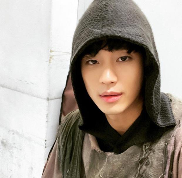 1001 trò nhây vô cực của Kim Soo Hyun ở hậu trường Điên Thì Có Sao khiến dân tình cười mệt mỏi - Ảnh 19.