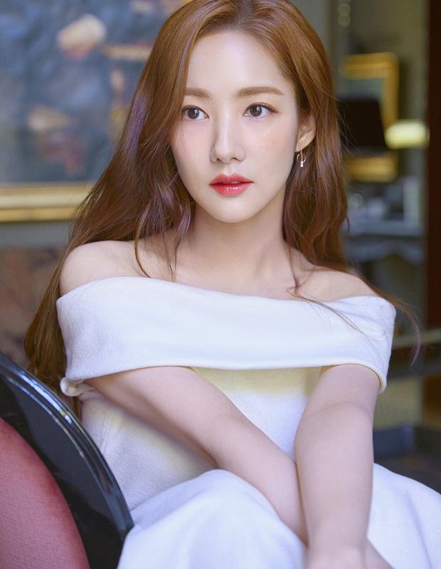 Đẹp sang chảnh nhưng Park Min Young chỉ dùng son dưỡng bình dân chưa đến 100k, chị em mua theo ngay thôi! - Ảnh 1.