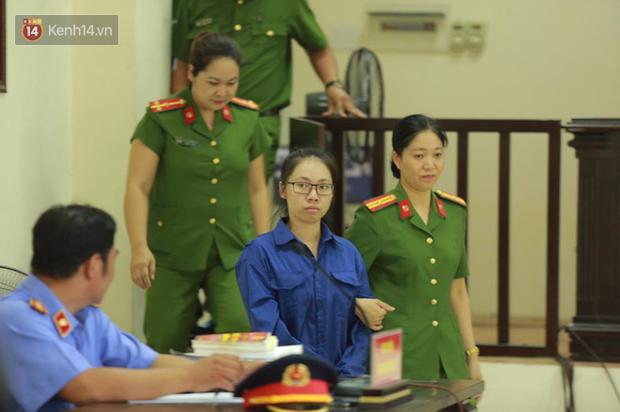 Nỗi đau 2 người mẹ trong phiên xử đầu độc trà sữa ở Thái Bình: Người khóc nghẹn vì con chết oan, người ngã quỵ khi con nhận bản án tử hình - Ảnh 1.