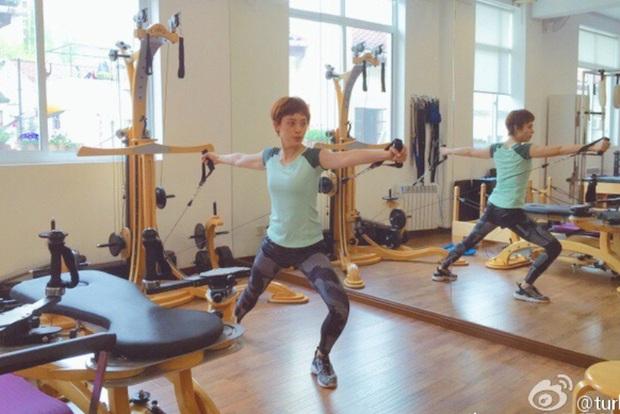 Mỗi ngày nhảy dây 1800 lần, squat 160 lần: loạt bí quyết giúp Tôn Lệ giữ dáng suốt 10 năm sau khi giảm thành công 16kg - Ảnh 2.