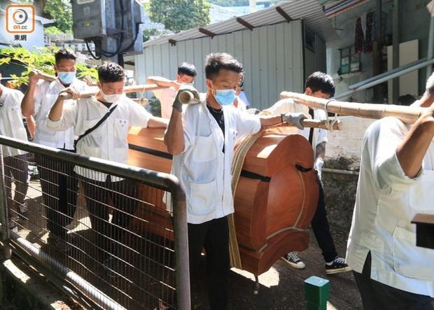 Hình ảnh linh cữu Vua sòng bài Macau được chuyển đến nghĩa trang lưu giữ tạm thời, ngày tốt năm sau mới chính thức chôn cất - Ảnh 2.
