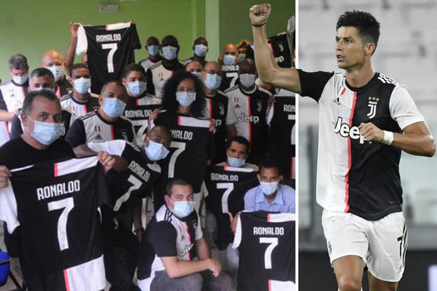 Ronaldo tặng áo đấu có chữ ký cho các bác sĩ Cuba chống Covid-19 ở Ý  - Ảnh 1.