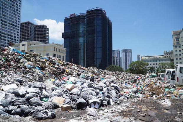 Người dân dỡ lều bạt sau 4 ngày chặn xe chở rác, bãi rác Nam Sơn được thông xe - Ảnh 1.