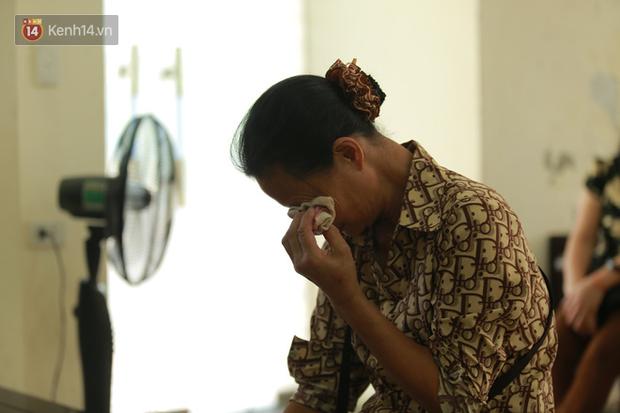 Nỗi đau 2 người mẹ trong phiên xử đầu độc trà sữa ở Thái Bình: Người khóc nghẹn vì con chết oan, người ngã quỵ khi con nhận bản án tử hình - Ảnh 4.