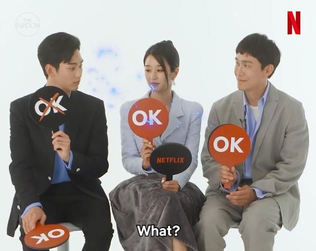 """Kim Soo Hyun chẳng làm gì cũng khiến """"điên nữ"""" mặt lạnh Seo Ye Ji cười mãi, ai dè bị nàng """"bóc phốt"""" luôn và ngay - Ảnh 5."""