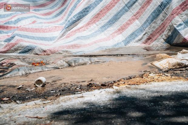 Công nhân môi trường những ngày rác ngập tràn Hà Nội: Nếu trời mưa, tôi không dám tưởng tượng sẽ như thế nào... - Ảnh 6.