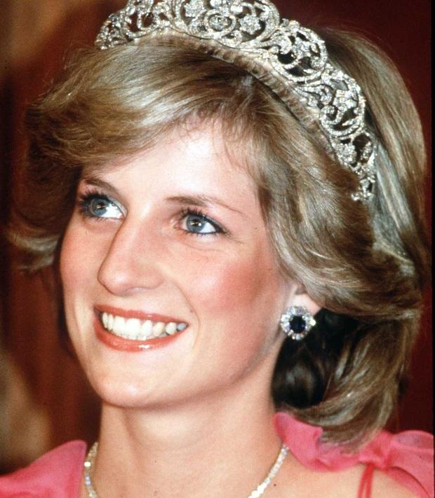 Bảng xếp hạng những nhan sắc Hoàng gia đẹp nhất mọi thời đại: Đứng nhất là nhân vật quá quen mặt, Kate và Meghan Markle xếp thứ hạng sát sao - Ảnh 1.