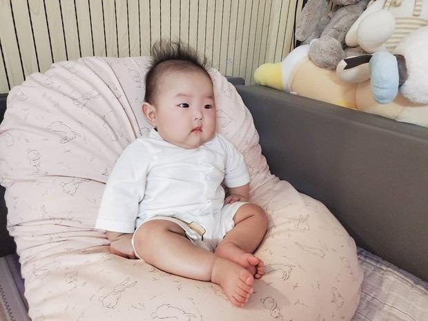 Bà mẹ trẻ nhất Kbiz Yulhee khoe ảnh cặp song sinh 5 tháng tuổi: Knet khen nức nở, dự đoán Kbiz sẽ có mỹ nhân tương lai - Ảnh 4.