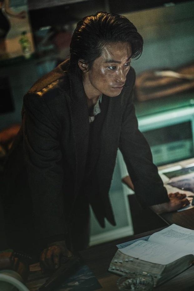So kè 3 trùm phản diện ở vũ trụ Train To Busan: Đại ca biến thái Peninsula vẫn kém xa giám đốc hèn hạ năm nào - Ảnh 13.