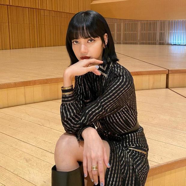 Lisa (BLACKPINK) ngồi không vẫn... cá kiếm hơn 25,5 tỉ đồng một năm chỉ nhờ các clip nhảy đăng trên kênh YouTube cá nhân? - Ảnh 1.