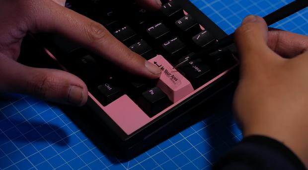 Quá mê BLACKPINK, anh chàng YouTuber tự tạo bàn phím cơ với phong cách Hắc Hường vô cùng bắt mắt - Ảnh 21.