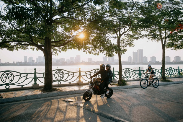 Nếu Hà Nội là nhà thì hồ Tây là tri kỉ: Tuổi trẻ vui buồn, ai cũng để lại bao nhiêu kỷ niệm của mình ở nơi này - Ảnh 1.