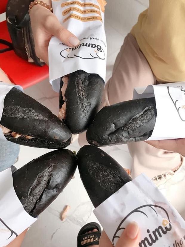 HOT: Xuất hiện loại bánh mì màu đen tuyền gây xôn xao MXH, đặc biệt nhất là được lấy cảm hứng từ… than Quảng Ninh - Ảnh 4.