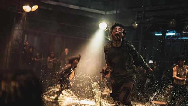 Chuyện bi hài ở Peninsula (Train To Busan 2): Zombie chỉ là cameo, trong khi các tay đua giật sạch spotlight - Ảnh 1.