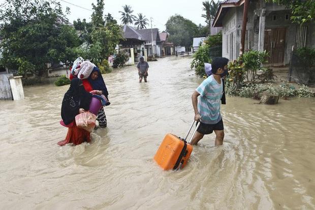 Lũ lụt gây thiệt hại nghiêm trọng tại Indonesia, ít nhất 36 người thiệt mạng - Ảnh 2.