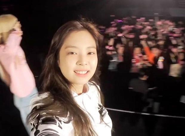 Nữ thần mặt mộc gọi tên Jennie (BLACKPINK): Dạo gần đây rất tự tin không son phấn, từ ngoài đời cho tới lên sân khấu đều quá đỉnh - Ảnh 6.