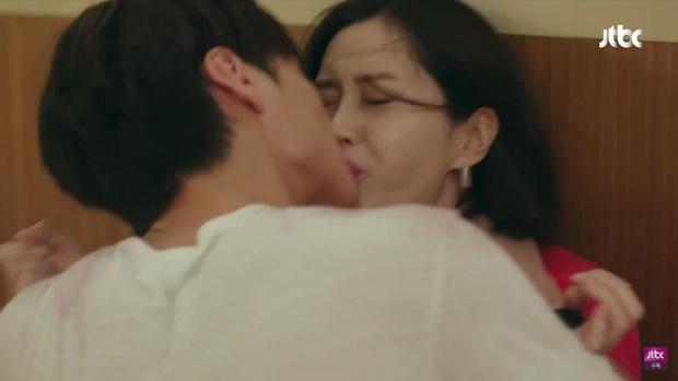Hết bị bạn thân chồng bắt gian vào khách sạn, bà lớn Yoon Ah lại bị cưỡng hôn bạo lực ở tập 4 Hội Bạn Cực Phẩm - Ảnh 6.
