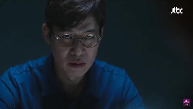 Hết bị bạn thân chồng bắt gian vào khách sạn, bà lớn Yoon Ah lại bị cưỡng hôn bạo lực ở tập 4 Hội Bạn Cực Phẩm - Ảnh 1.