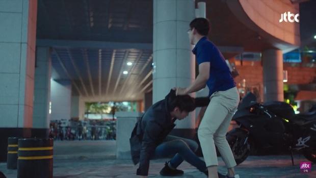 Hết bị bạn thân chồng bắt gian vào khách sạn, bà lớn Yoon Ah lại bị cưỡng hôn bạo lực ở tập 4 Hội Bạn Cực Phẩm - Ảnh 9.