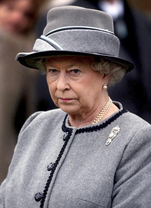 Điều ít biết về bức ảnh nhạy cảm của Công nương Diana khi mang thai con đầu lòng khiến Nữ hoàng Anh nổi giận, truyền thông Anh điêu đứng - Ảnh 4.