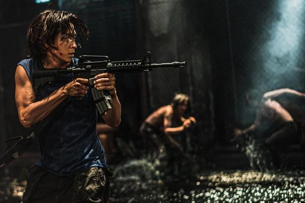 Chuyện bi hài ở Peninsula (Train To Busan 2): Zombie chỉ là cameo, trong khi các tay đua giật sạch spotlight - Ảnh 9.